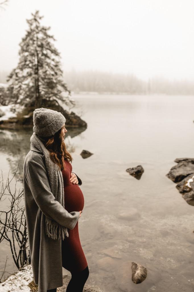 Babybauchfotos im Winter
