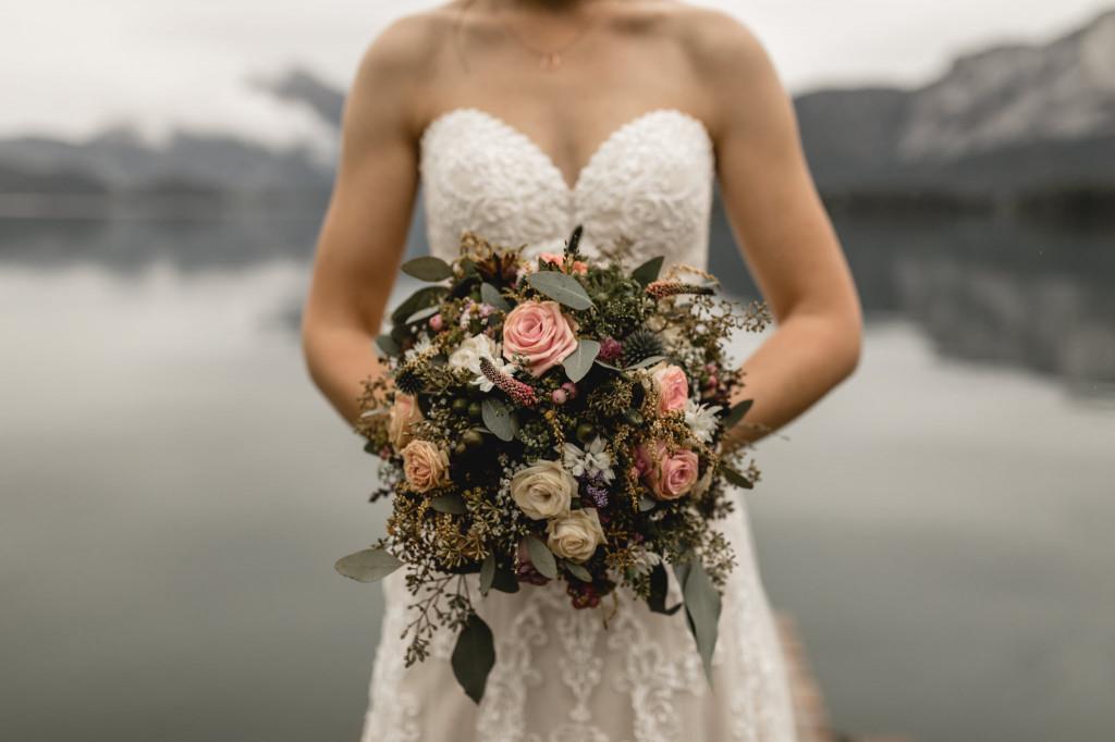 üppiger Brautstrauß