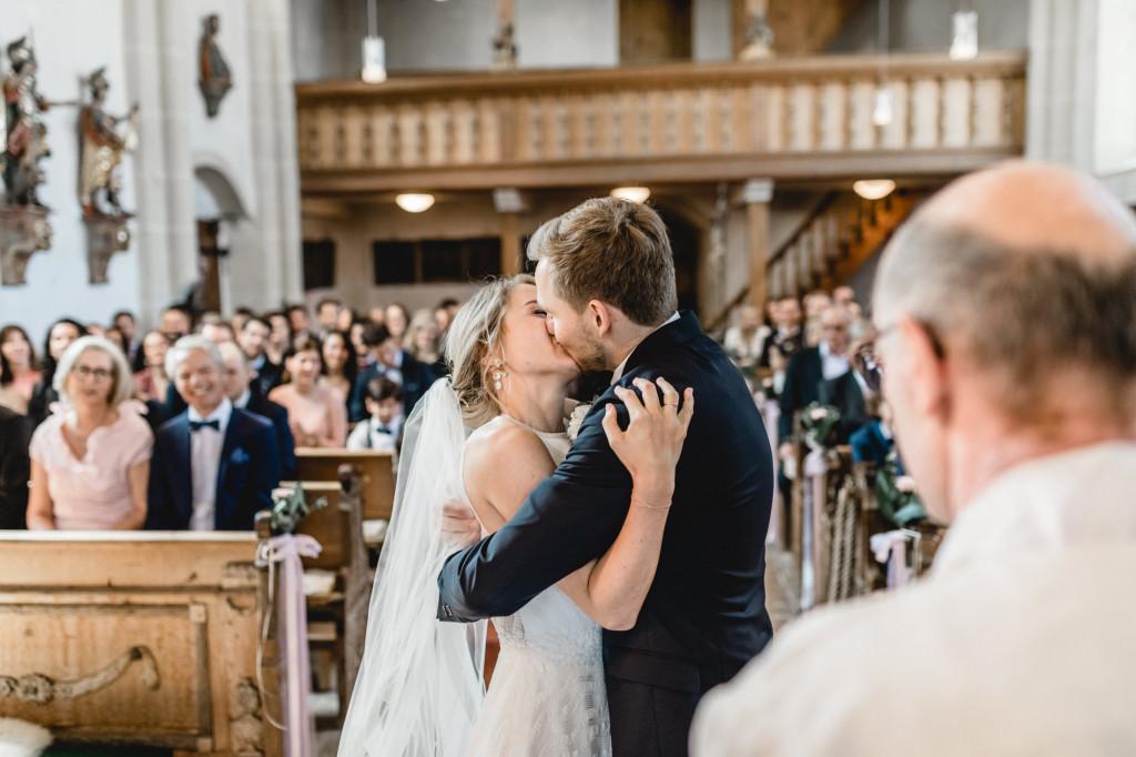 erster Kuss Brautpaar